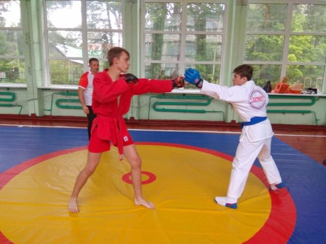 14 августа в подмосковном Щелково прошли тестовые бои «Боевое самбо vs Армейский рукопашный бой»